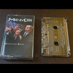 Cassette tape- MONTLEY  CRUE